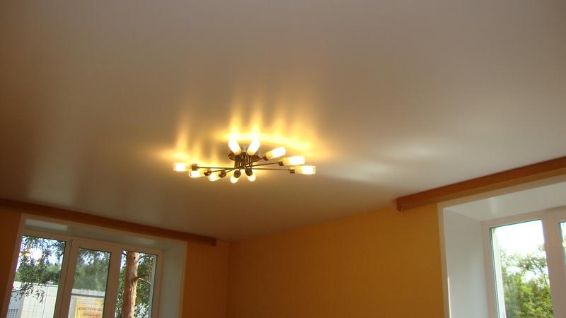 белый матовый натяжной потолок фото зал