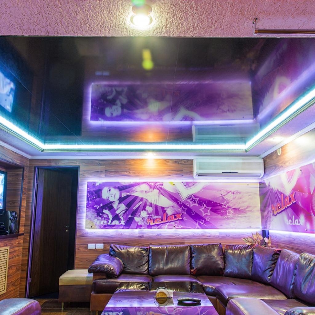 Потолки с разделителем арт потолок натяжные потолки в астрахани